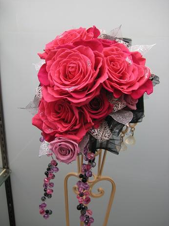 ホットピンクのバラのオーバルブーケ(p-002)